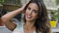 Lepota koja odiše kreativnošću: Sara Stojanović u novom Telegraf modnom editorijalu (FOTO) (VIDEO)