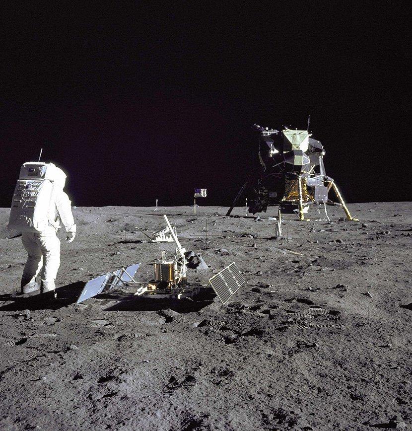 Aldrin gleda u mirnu bazu