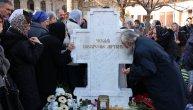 Patrijarh Pavle nas je ponovo uveo u veru: Na 9. godišnjicu njegove smrti vernici se okupili u manastiru Rakovica (VIDEO)