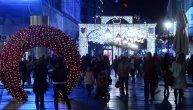 Praznični duh stigao u Beograd: Koji vam je ukras lepši - kapija, kočije ili lavirint? (FOTO)