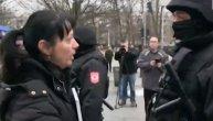 """""""Ničega se ne bojim, ubili su mi dete!"""": Davidova majka priča za Telegraf kako se unosila policajcima u lice i postala simbol protesta"""