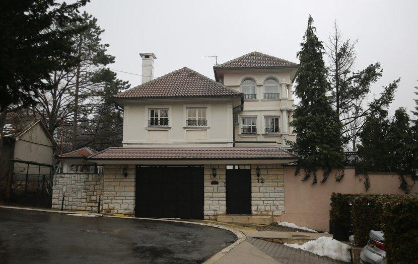 Jelena Karleuša, Duško Tošić, kuća