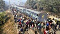 Teška železnička nesreća u Indiji: 11 vagona iskočilo iz šina, najmanje šest mrtvih! Na licu mesta jezive scene (FOTO)