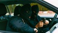 Pljačka u Jakovu: Maskirani napadači oteli muškarcu mobilne telefone i novac