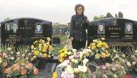 Nada živi od kuće do groblja: Blizanci su joj poginuli na Kosovu, trećem sinu prepuklo srce od tuge za braćom. Za decom umro i otac (FOTO)