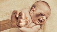 Majka monstrum i njen partner mučili bebu, slomili joj ruku, prste i čupali nokte: Evo koliku su kaznu dobili