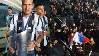 Prijović zapalio Solun: Navijači PAOK-a slavili uz zastavu Srbije, naš napadač deo istorijske bakljade! (VIDEO)