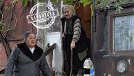 Majka i ćerka žive u zarđalom beogradskom vagonu, bez kupatila i vode, u uslovima koji nisu ni za životinje (VIDEO)