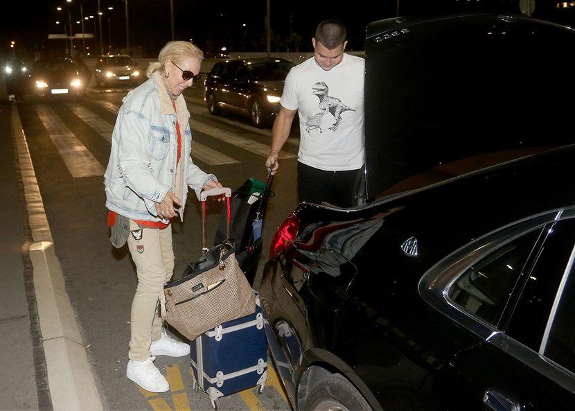 Dolazak na aerodrom, Lepa Brena