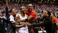 Šut koji će Raptorsi i NBA dugo pamtiti: Kavaj Lenard u poslednjoj sekundi šokirao Bobija i Filadelfiju (FOTO) (VIDEO)