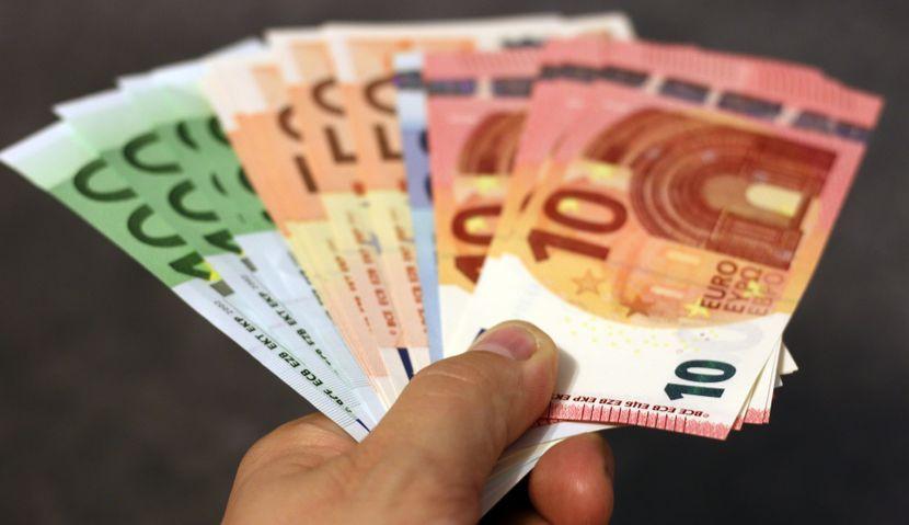 Novac, Evri, Placanje