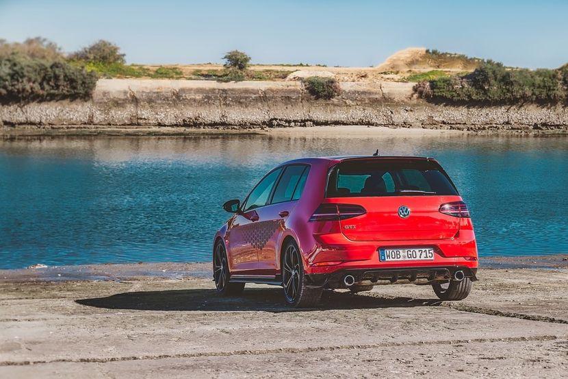 Automobili Volkswagen Golf GTI