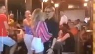 Džoni Dep uhvaćen kako đuska sa plavušom u noćnom provodu u Budvi? (VIDEO)