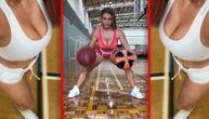 Ona se svaki dan igra svojim košarkaškim loptama i neviđeno dobro ih tapka (VIDEO)