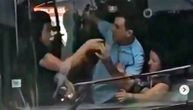 Letelo perje u beogradskom autobusu 87: Žene se čupale, tukle i vukle, vozač ih razdvajao (VIDEO)