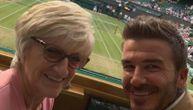 Bekam sa mamom prati Vimbldon: Fotografijom iz lože osvojio srca navijača u Londonu