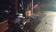 Pefkohori bez struje, vode i interneta: Snažan vetar napravio haos, nosio ležaljke i sucobrane FOTO