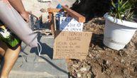 Ako vidite ovakav natpis na nekoj plaži u Grčkoj, ni slučajno ne nasedajte na prevaru