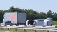 Strašan sudar kamiona i kombija kod Aleksinca: Jedna osoba poginula, drugoj se bore za život (VIDEO)
