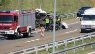 Tuga u Aleksincu: Vozač kombija udario u šleper u kvaru i poginuo, suvozač (23) se bori za život