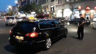 Komunalni milicajac stoji pored divljeg taksiste na Terazijama, naredni potez je zapalio internet