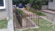 Strava u Obrenovcu: Muškarac skočio sa 4. sprata, njegov leš 4 sata ležao ispred zgrade (FOTO)