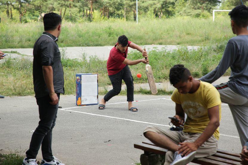 Migranti, Prihvatni Centar Obrenovac, Kriket