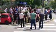 Atmosfera na ivici sukoba na Banovom brdu: Građani besni, ne odustaju od protesta zbog nove zgrade