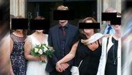 Da li je normalno da ti majka ovo uradi na slici za venčanje: Ljudi napali mladoženju (FOTO)