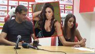 Ovo je Vošina seks bomba čiji je dekolte hipnotisao Lalatovića na konferenciji (VIDEO) (FOTO)