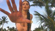 Kajli Džener nosi goli kupaći kostim koji je podelio mišljenja njenih obožavalaca (FOTO)