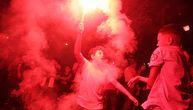 """""""Rat"""" sa policijom, baklje i dimne bombe: Huligani demolirali pola Francuske slaveći titulu Alžira!"""