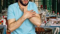 Dečko večerao s devojkom, a onda je počeo da se guši: Konobar Vasilis je u sekundi sve rešio (VIDEO)