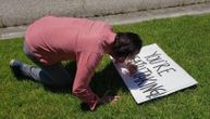 Kijanu Rivs je opet pokazao zbog čega je najveći car u Holivudu: Za sve je kriv znak na travnjaku