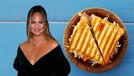 Manekenka podelila recept za neverovatno ukusan i zdrav tost sendvič sa sirom i breskvama