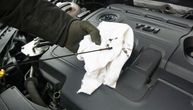 Evo kako da proverite ulje u kolima i vidite da li je potrebno da sipate još