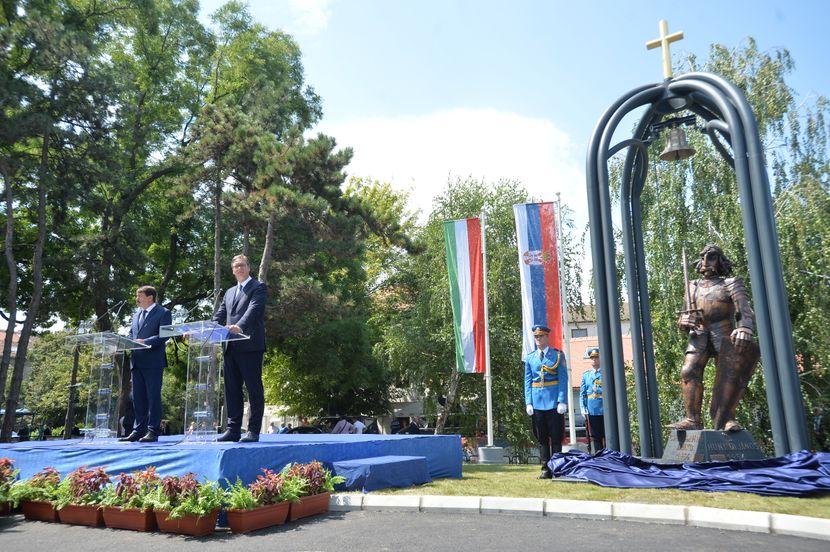 Aleksandar Vučić i Janoš Ader, Sibinjanin Janko spomenik