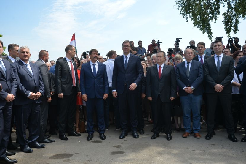 Aleksandar Vučić, Sibinjanin Janko, Janoš Ader