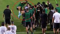 Navijač uleteo na trening Juventusa, Ronaldo kao nindža skočio na policajca! (VIDEO)