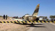 Drama na nebu: Libijski borbeni avion generala Haftara hitno sleteo nasred kolovoza u Tunisu (VIDEO)