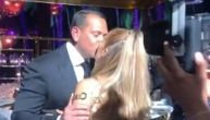 Džej Lo energično skače u seksi haljini na proslavi 50. rođendana: Stigao joj je i moćni poklon