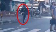 Betmen na struju usred Beograda: Ljudi se čudili kada su filmskog heroja videli na trotinetu (VIDEO)