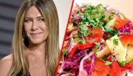 Recept za letnju salatu u koju se kune Dženifer Aniston i pomoću koje ima savršeno zategnuto telo