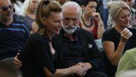 Bolne slike sa komemoracije: Dino Merlin čvrsto stegnuo ruku ženi pokojnog Igora Bulata (FOTO)