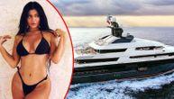 Zavirite na jahtu od 250.000.000$ na kojoj će najmlađa milijarderka proslaviti 22. rođendan! (FOTO)