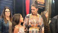 """Kejti u izlasku sa ćerkicom: Dugo nije bila ovoliko seksi, haljina koju nosi """"oduvala"""" cenom (FOTO)"""