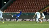 Kakva golčina bivšeg špica Zvezde! Despotović poput Bejla i Ronalda zakucao makazice u mrežu (VIDEO)