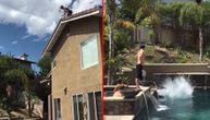 Mogao je da zavije majku u crno kada je skočio u bazen sa krova kuće (VIDEO)