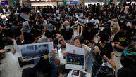Demonstranti zauzeli aerodrom u Hongkongu i pozdravljaju turiste: Došli ste u slomljen, urušen grad