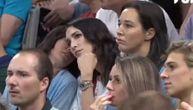 Jelisaveta bodri Srbiju u Areni: Pogledajte njenu reakciju kada je Teodosić ušao u igru (VIDEO)